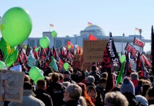 250.000 protest against TTIP and CETA : anderson2011101