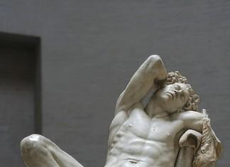 Fauno Barberini, còpia en marbre d'un original en bronze, ca. 200 a. C.-200 a. C. Gliptoteca de Munich