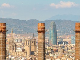 Barcelona, Torre Agbar y Catedral / Henrique Ferreira