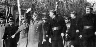L'alcalde Mateu i Pla, a l'esquerra de Franco, a Barcelona el 30 de gener de 1942, per celebrar el tercer aniversari de l'entrada a la ciutat.