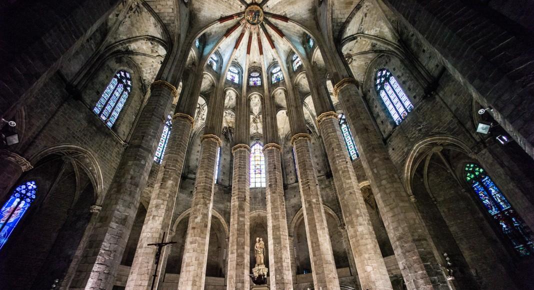 Interior de la Catedral de Santa Maria del Mar – FOTO: Faris Algosaib