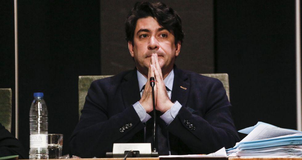 David Pérez (PP), alcalde de Alcorcón, rezando por los hombres asesinados a manos de sus mujeres