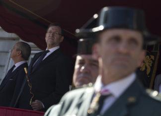 Rajoy asiste a la entrega de Bandera a la 1ª Zona de la la Guardia Civil / La Moncloa