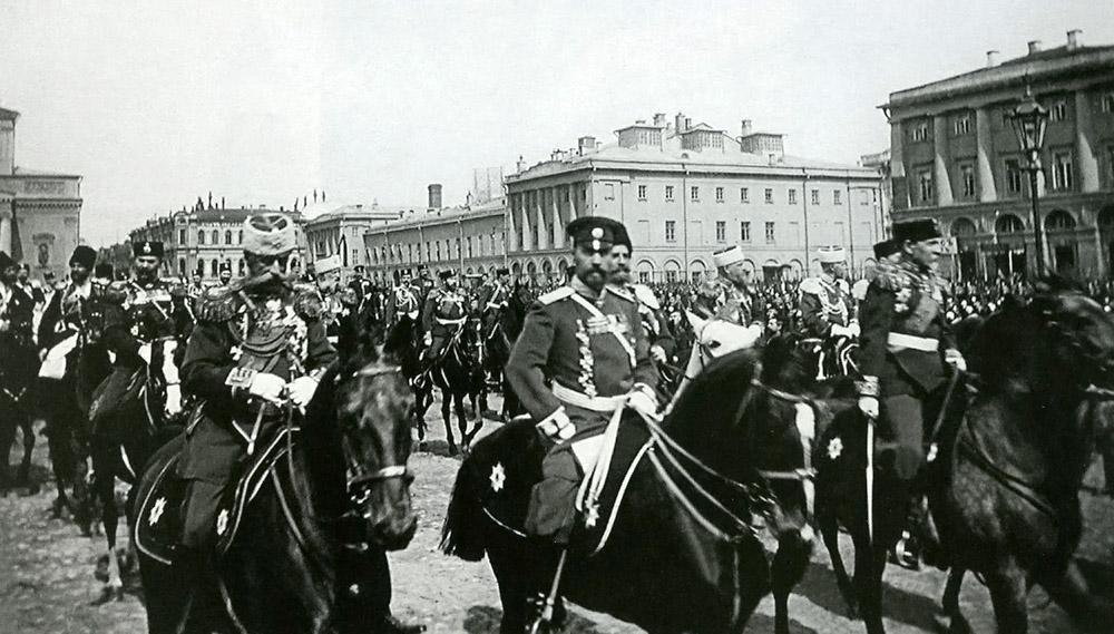 Revisió de tropes a la Plaça del Teatre (Moscou) al 1900. Font: Wikimedia Commons