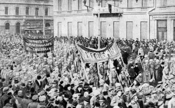 Russian soldiers marching in Petrograd in February 1917 / Wikipedia