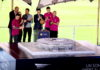 Leo Messi, Andrés Iniesta, Jordi Moix, Luis Enrique Martínez, Josep Maria Bartomeu, Sergio Busquets i Javier Mascherano observant com es descobreix la maqueta del nou Camp Nou, el 21 d'abril del 2016 / ACN