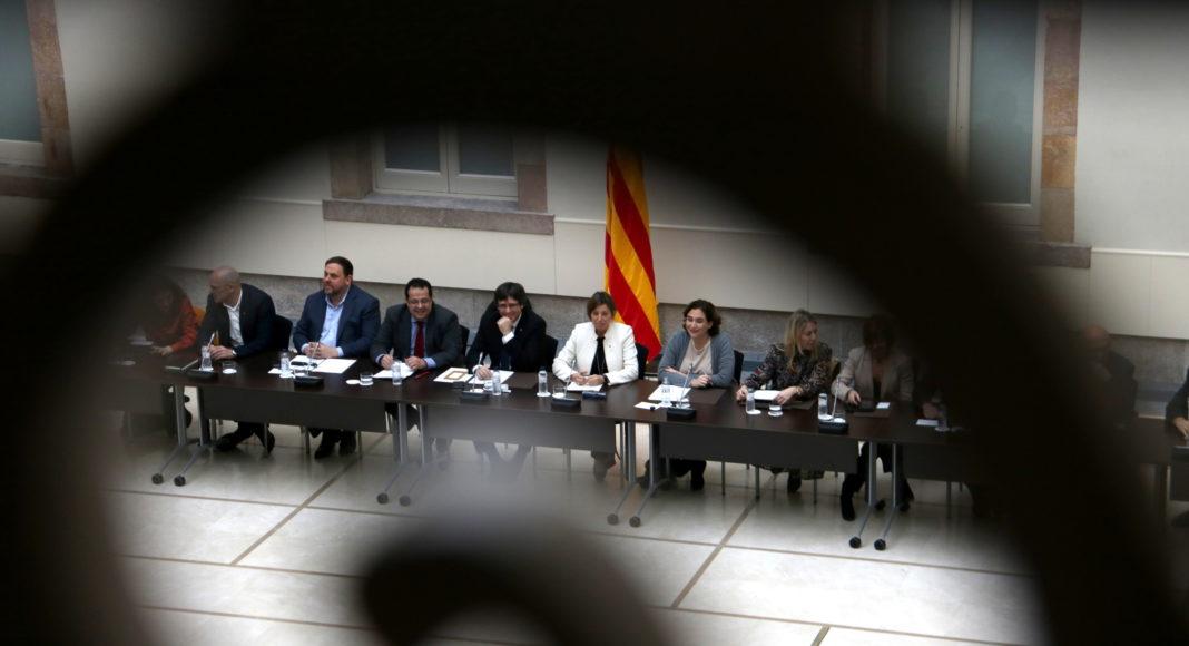 La taula presidencial del Pacte Nacional pel Referèndum, a l'inici de la seva segona reunió, l'1 de febrer de 2017 / ACN