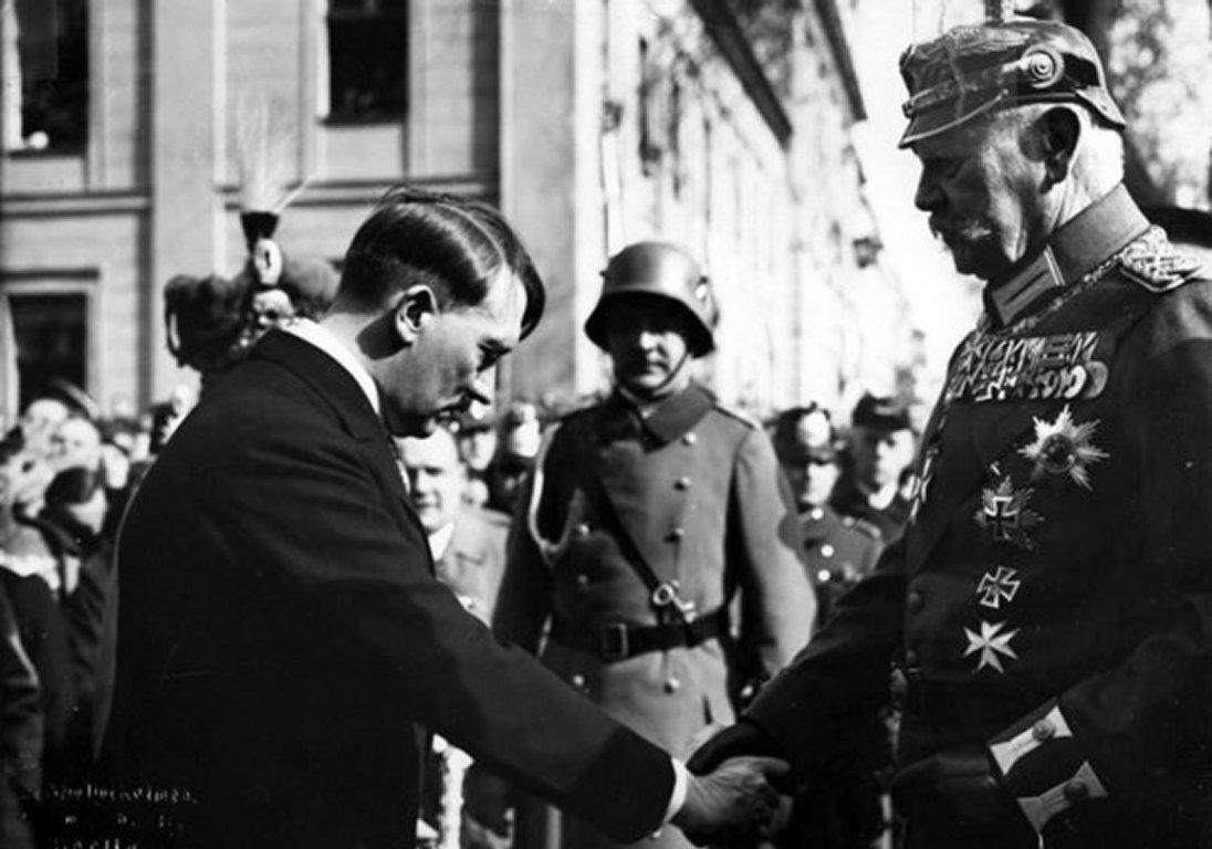 El 30 de enero de 1933 Adolf Hitler fue nombrado canciller imperial.