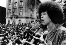 Angela Davis protesta contra el racismo en Raleigh en 1974. ARCHIVOS CSU