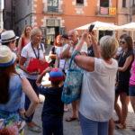 Un grup de turistes amb la seva guia / Xavier Pi
