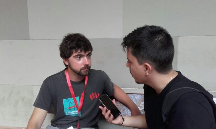 Jordi Vives durant l'entrevista amb en Joan Solé / Joan Vila