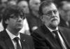 Pla mitjà del president de la Generalitat, Carles Puigdemont, i el president espanyol, Mariano Rajoy, asseguts de costat durant la missa a la Sagrada Família per les víctimes de l'atemptat / EFE. Pool