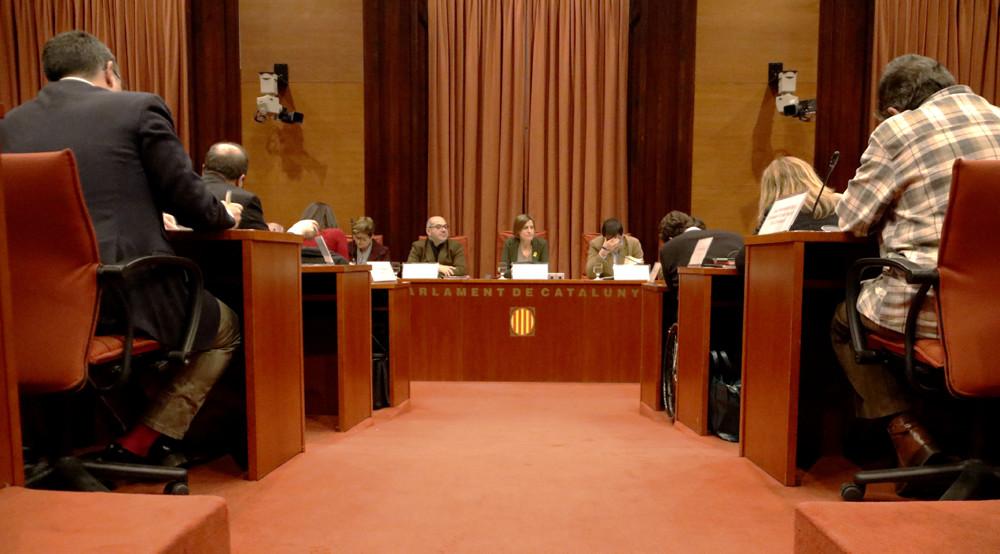 Pla general de la reunió de la Diputació Permanent del Parlament / Rafa Garrido