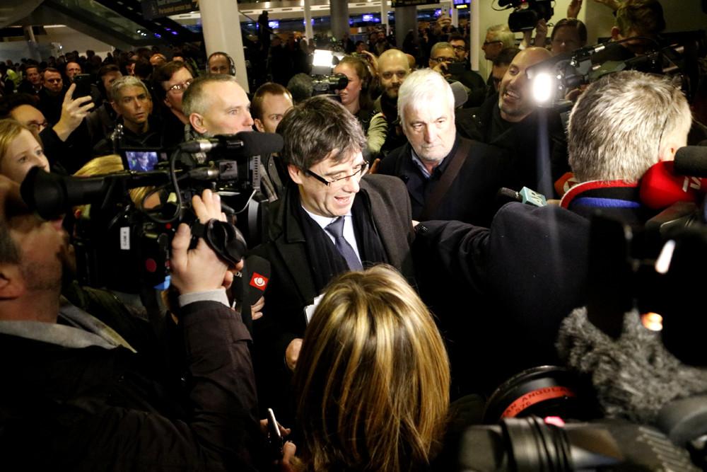 Carles Puigdemont, a l'aeroport de Copenhaguen / Rafa Garrido