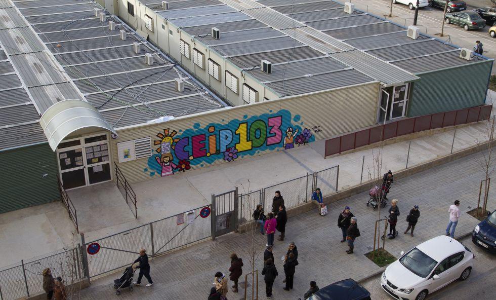 Los barracones del colegio 103, en Valencia//JOSÉ JORDÁN