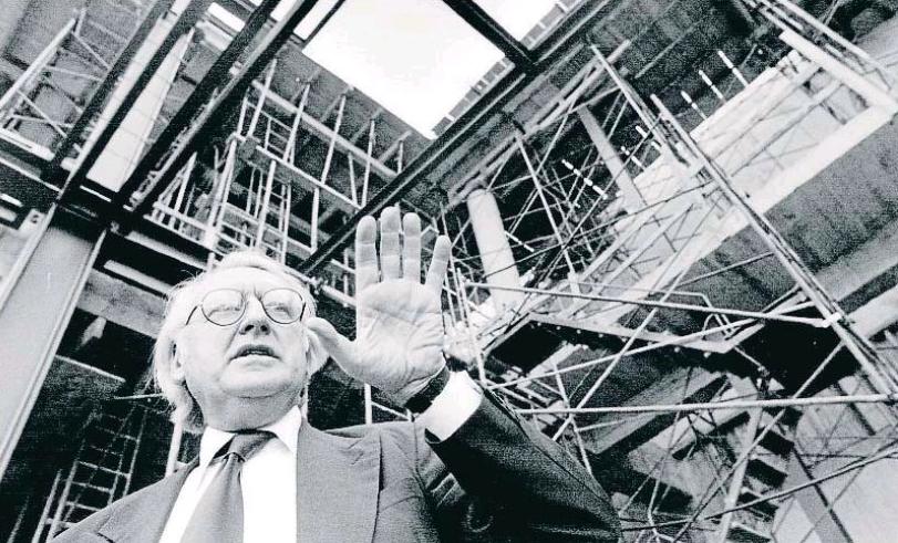 Richard Meier comentant les obres del MACBA, 1991 - 1995 / La Vanguardia.
