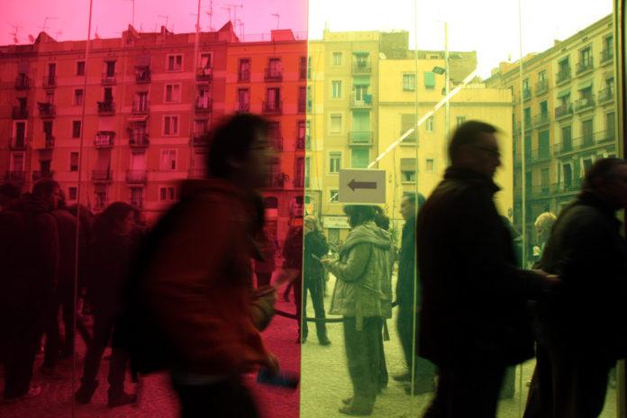 Ciutadans visitant la Filmoteca de Catalunya l'any 2012, quan es va inaugurar la nova seu al Raval / ACN