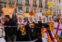 Seguidores de Tabàrnia, amb caretes amb el rostre d'Albert Boadella / Jordi Bataller