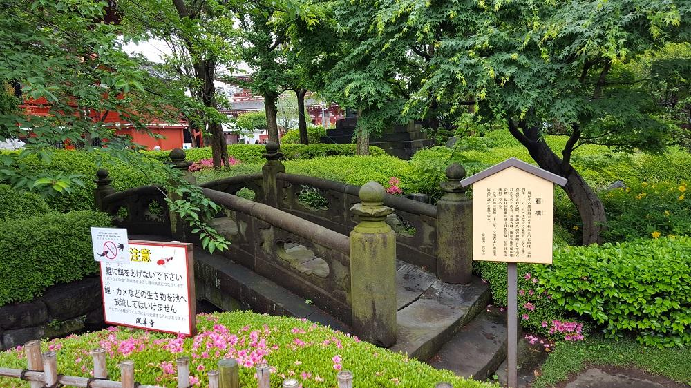 Racó dels jardins que envolten el temple