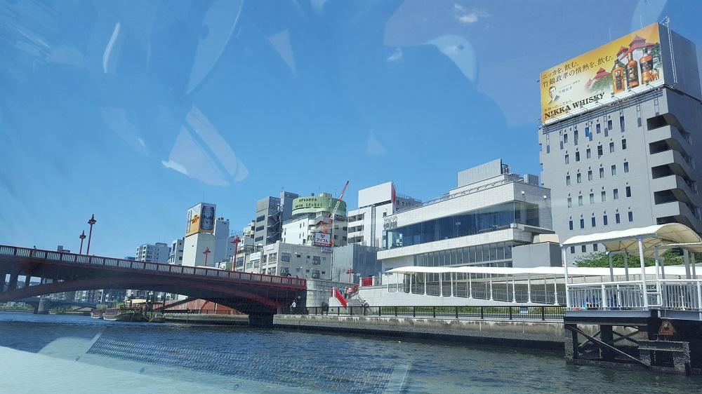 Vistes des del vaixell recorrent el riu