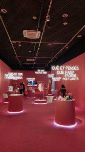 Primera part de l'exposició, les injustícies per raó de sexe i gènere. Font: Revista Mirall.