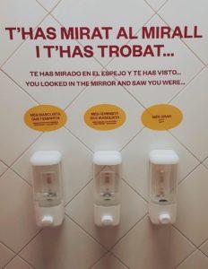 Vist als lavabos del Palau Robert. Font: Revista Mirall.
