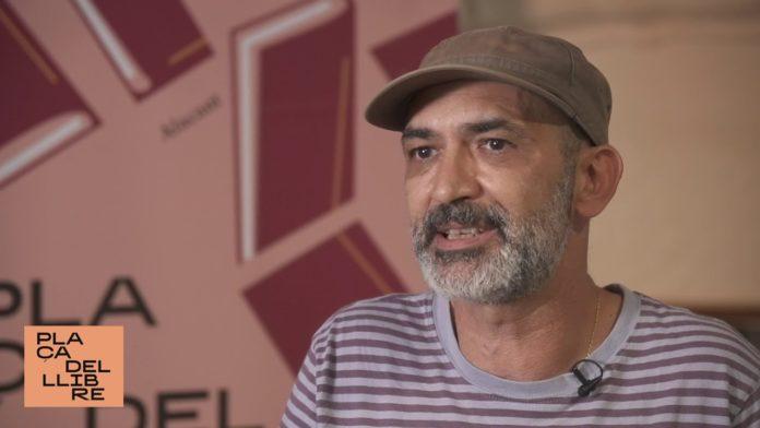 Jaume Monzó a la Plaça del Llibre de València. https://www.youtube.com/watch?v=7MmWYLk2tCk